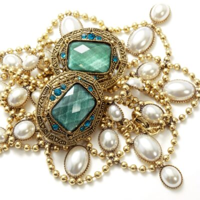 How to Shop for Vintage Jewellery?